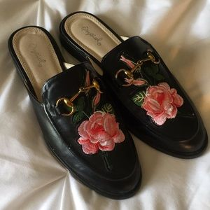FLLORAL EMBROIDERED SLIP-ON LOAFERS